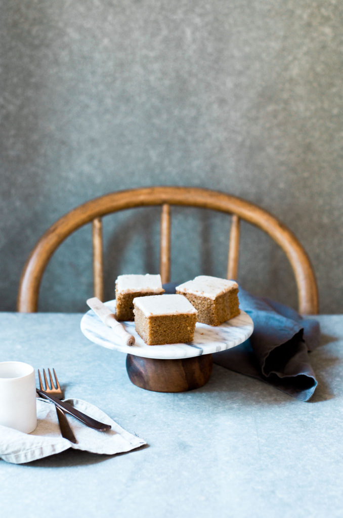 pumpkin-cake-with-vegan-maple-frosting